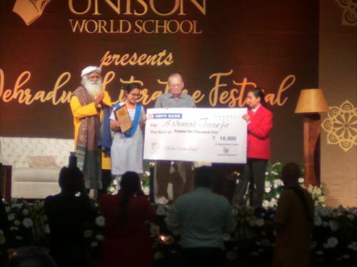 Aishani Taneja receives the Ruskin Bond Young Literary Talent Award